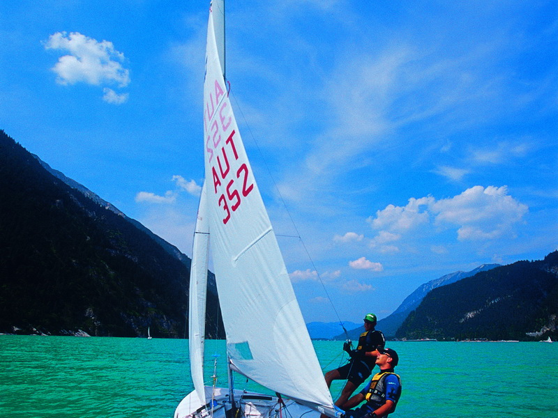 Zeilen, surfen en kiten aan de Achensee